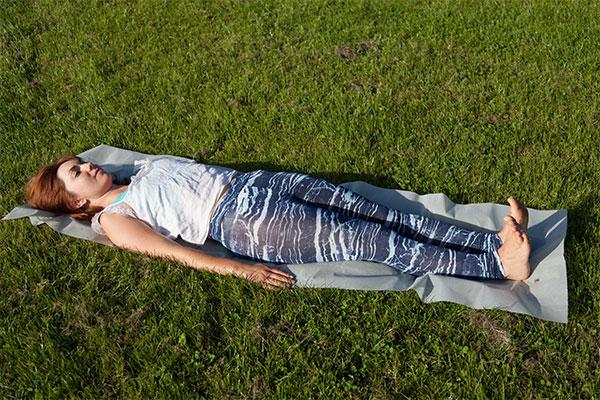 Yoga leg raises
