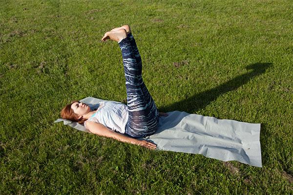 Yoga double leg raises