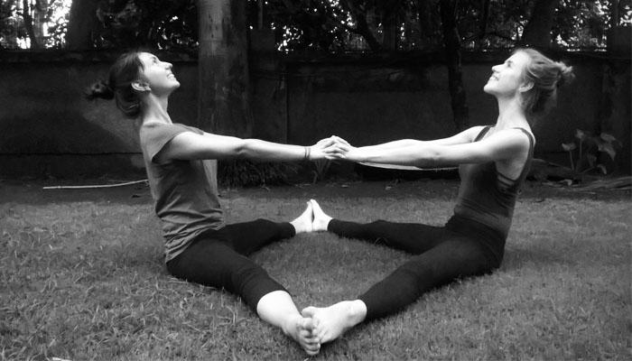 partner-yoga-india