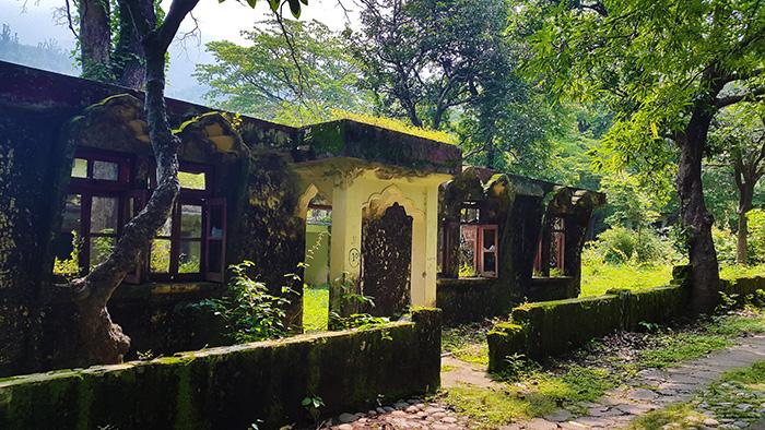 overgrown-beatles-ashram