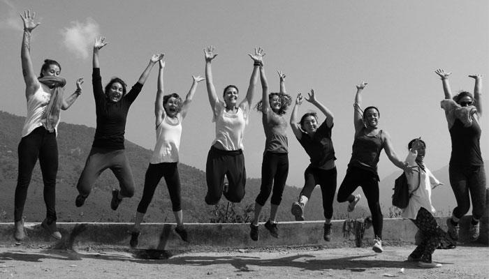 jump-black-white