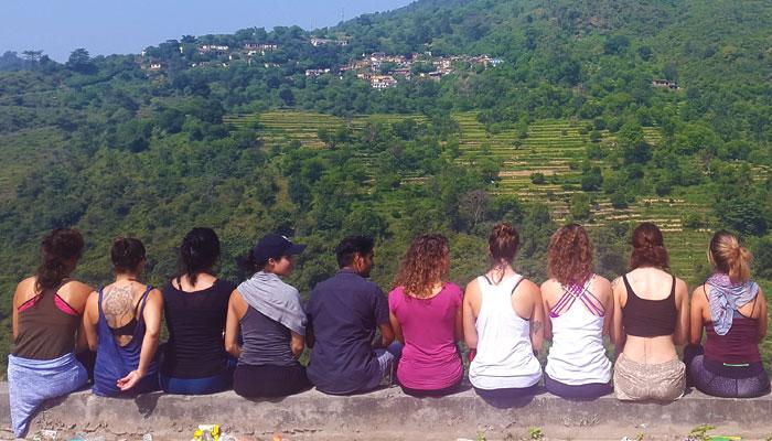 overlooking-himalayas