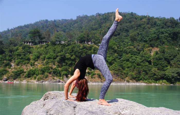 Chakrasana, Wheel pose with variation